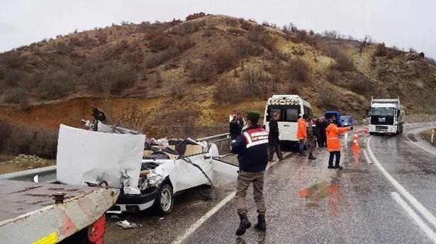 Ankara'da otomobil ile tır çarpıştı: 5 yaralı
