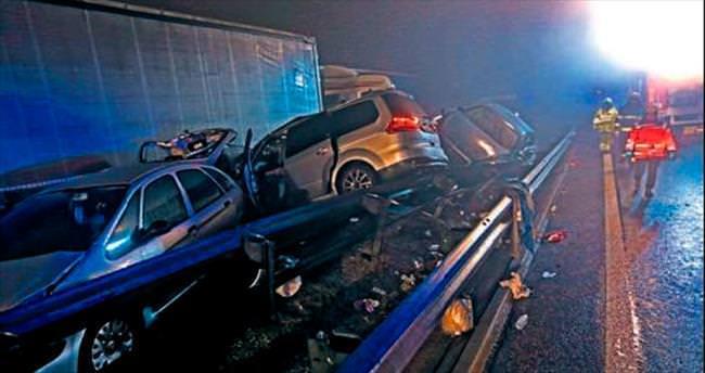 70 araç birbirine girdi: 4 ölü