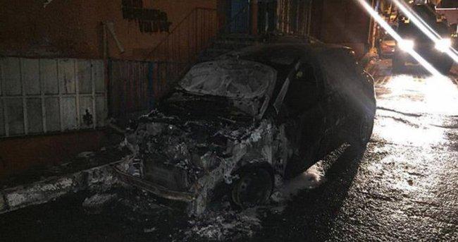 Beyoğlu'nda park halindeki 4 araç kundaklandı
