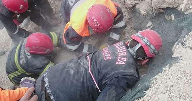 Göçük altında kalan işçinin cesedine ulaşıldı