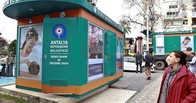 Antalya sokaklarına bebek emzirme kabini