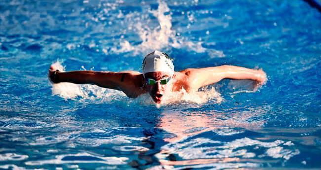 Yüzücülerin başarısına müzikli danslı kutlama