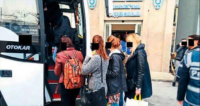İzinsiz çalışan 31 kadın sınır dışı edilecek