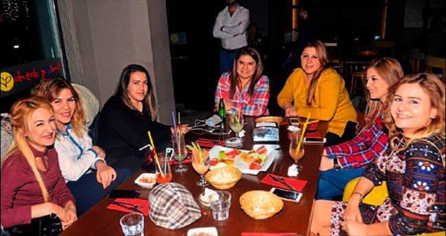 Müzik, eğlence, sohbet hepsi Adana gecelerinde