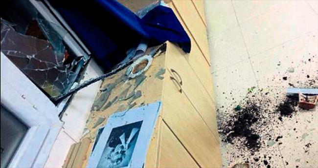 Okullarına bomba attılar