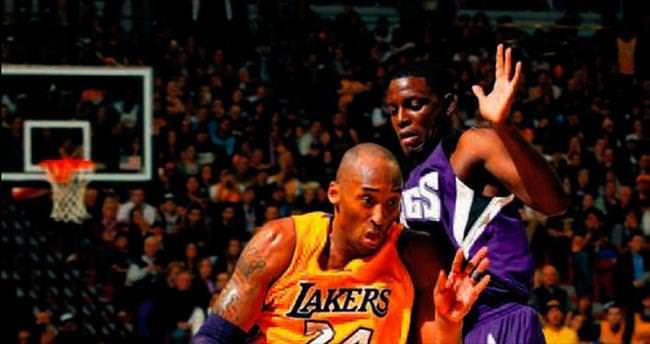 Kobe Bryant Lakers'ı sırtladı