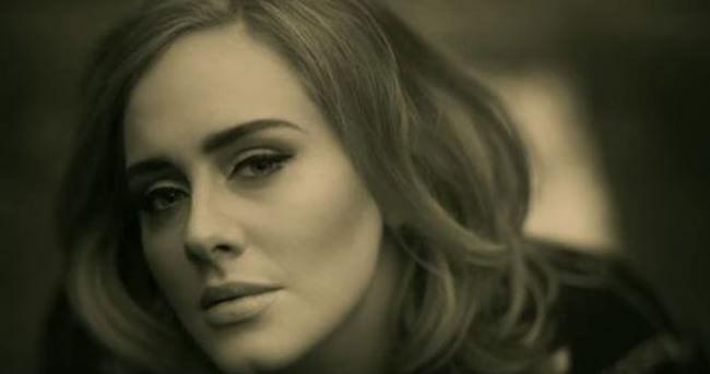 Adele zirveyi bırakmıyor!