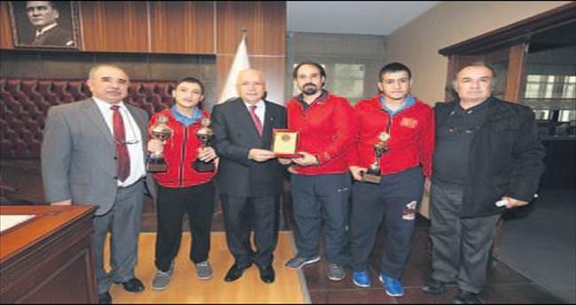 Şampiyonlardan Yaşar'a ziyaret