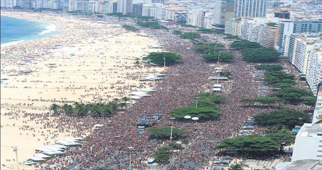 Rio Karnavalı zika dinlemiyor