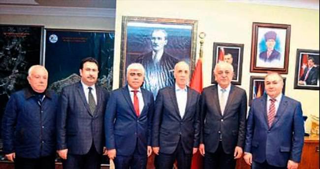 Başkan Dingil'e TÜRK-İŞ'ten hizmet teşekkürü