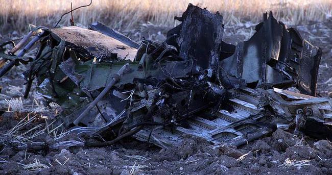 Pakistan'da askeri eğitim uçağı düştü: 2 ölü