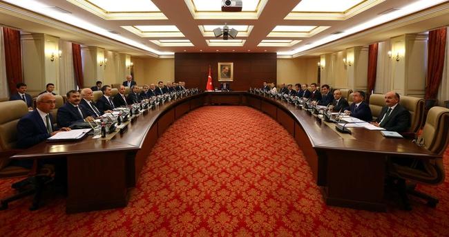 Türkiye genel seçimlerinin yapılacağı dönemde hangi bakanlar istifa eder?