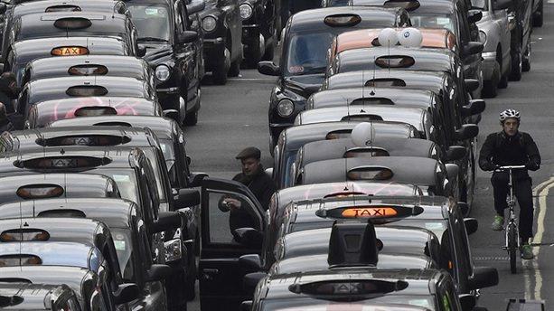 Londra'da taksicilerden protesto
