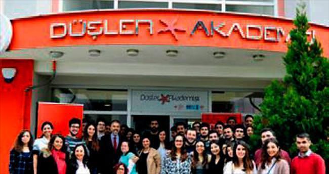 Üniversiteli gençler Düşler Akademisi'nde