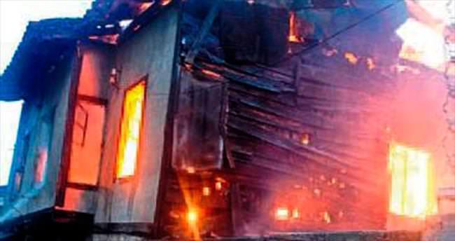 SİT alanındaki metruk ev yandı