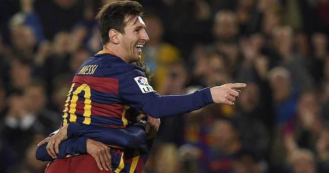 Messi, ilk kez ayın oyuncusu seçildi