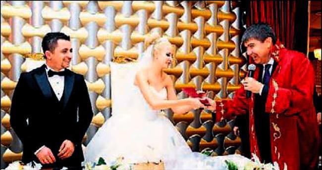 Gazeteci Kalender kızını evlendirdi