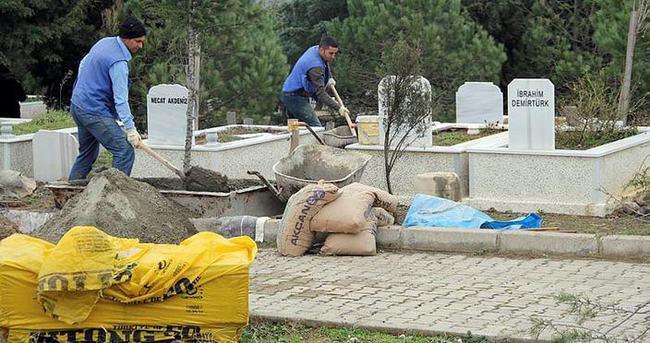 Mezar taşlarını söküp, yeni mezar yeri gibi satıyorlar!