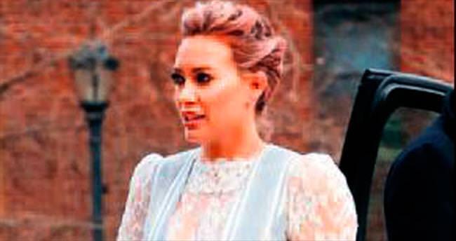 Pembe saçlı Hilary