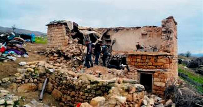 Siirt'te 2 katlı ev çöktü: 1'i çocuk 3 kişi öldü