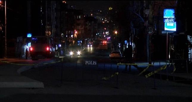 Polise silah doğrultan iki gösterici vuruldu
