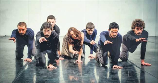 Modern dansla kadın mahkûmlar