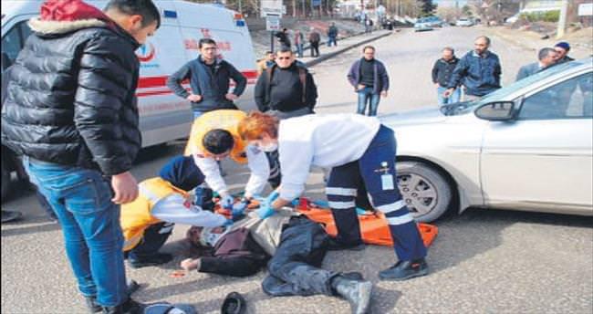 Sabıkalı kavşakta yine trafik kazası