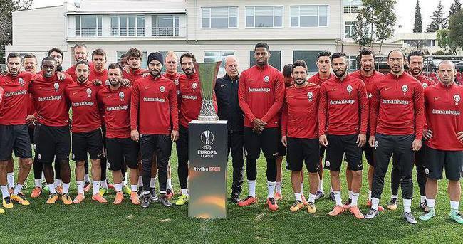 Galatasaray kupayla poz verdi