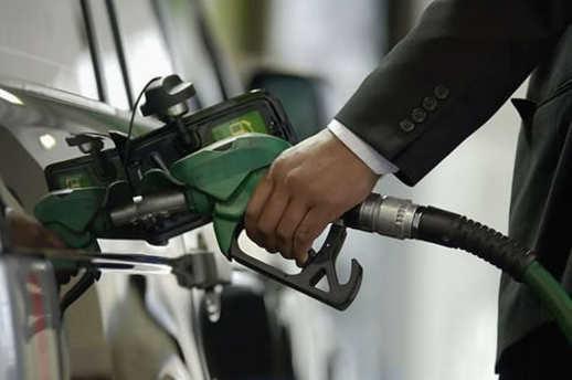 Benzine 8 kuruş zam yapıldı