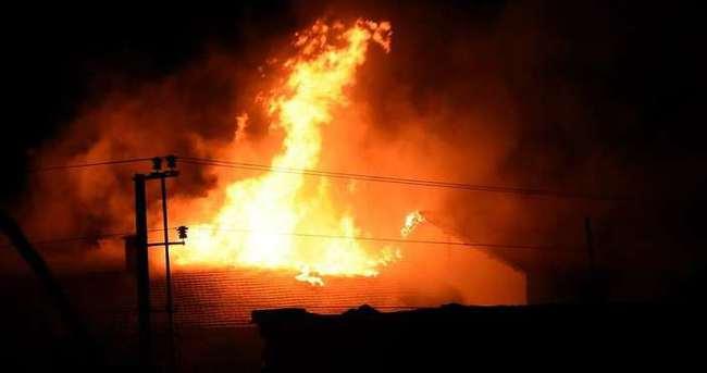 Teröristler okul binasını ateşe verdi
