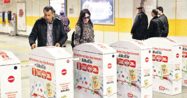 Hande Ataizi'nin tercihi metro
