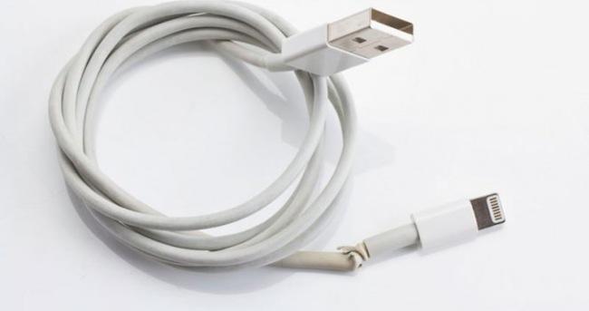 Apple o kablolarını topluyor