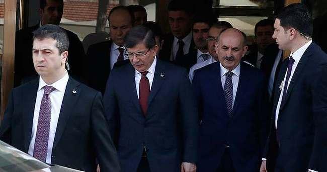 Davutoğlu Ankara'daki saldırıda yaralanan vatandaşları ziyaret etti