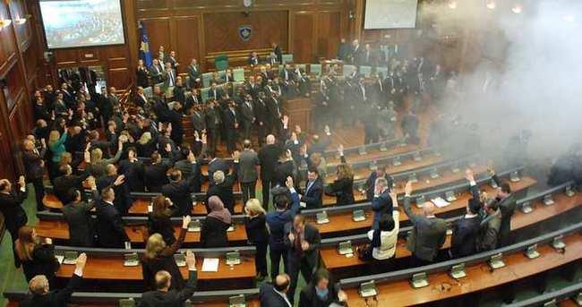 Mecliste gaz bombası!