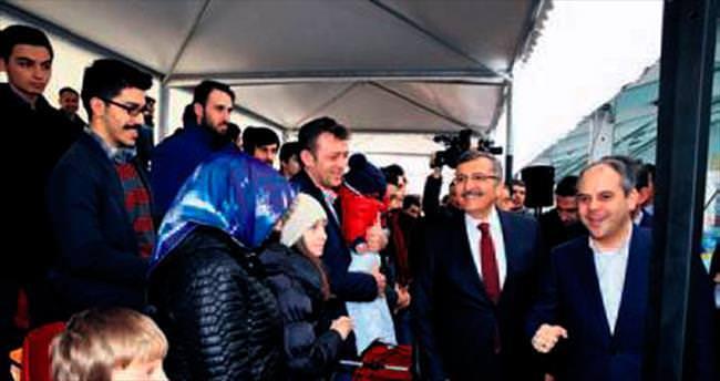 Türk gençliğine hizmet ediyoruz