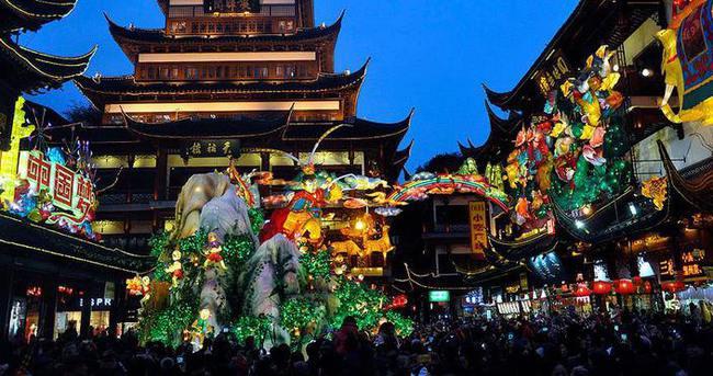 Çin'de Fener Bayramı kutlanıyor