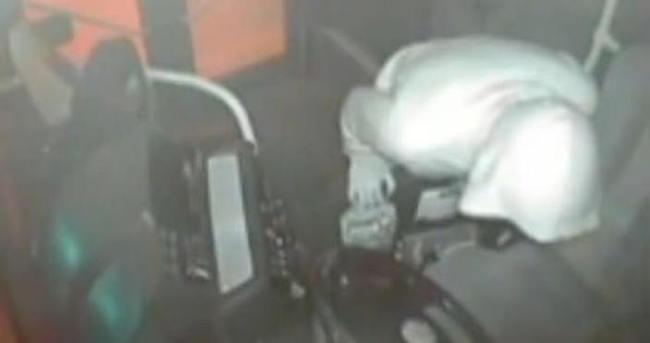 Halk otobüsünü soydular: Rahatlıkları izleyenleri şaşırttı!