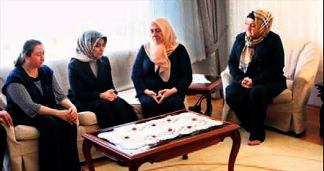 Sare Davutoğlu'ndan şehit ailelerine taziye