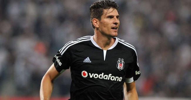 Gomez, Beşiktaş'ı 3 kez ipten aldı
