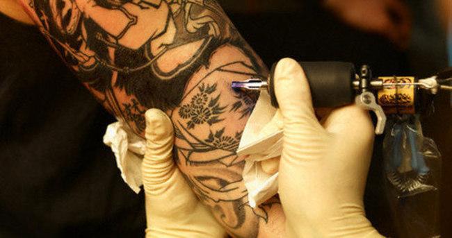 İstenmeyen dövme ve kalıcı makyajı sildirmek mümkün