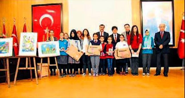 Başarılı öğrenciler ödüllerine kavuştu