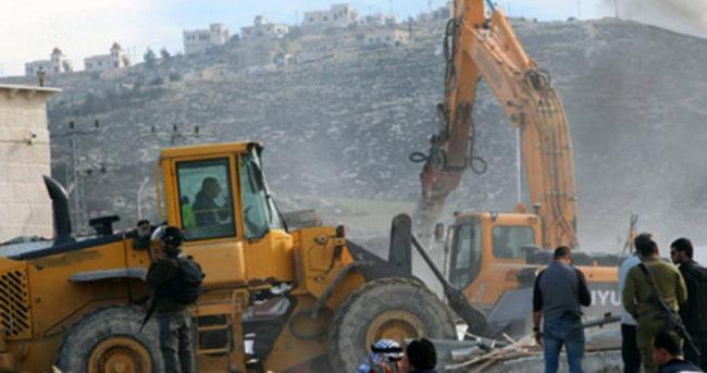 İsrail yine Filistinlilerin evini yıktı