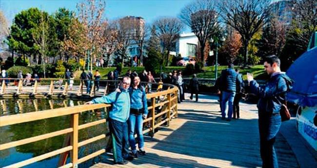 Parklar baharla şenlendi