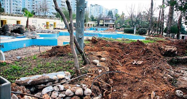 Parkta yıkım başladı