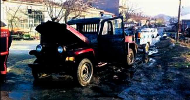 Beypazarı'nda iki araç kundaklandı