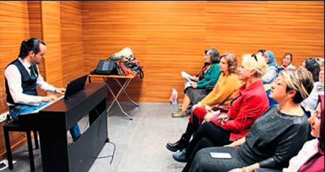 AK Kadınlardan şarkılı kutlama