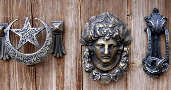 Osmanlı'dan günümüze kalan kapı tokmakları