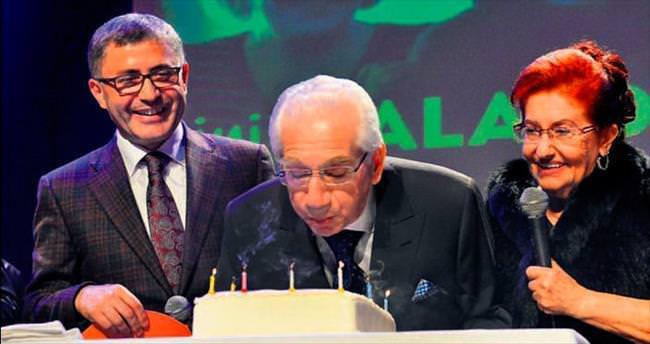 Musiki çınarı 90'ncı yaşını pastayla kutladı