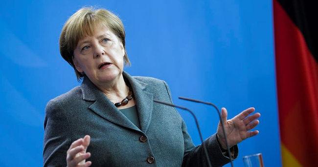 Rusya, Merkel'i yerinden etmeye çalışıyor