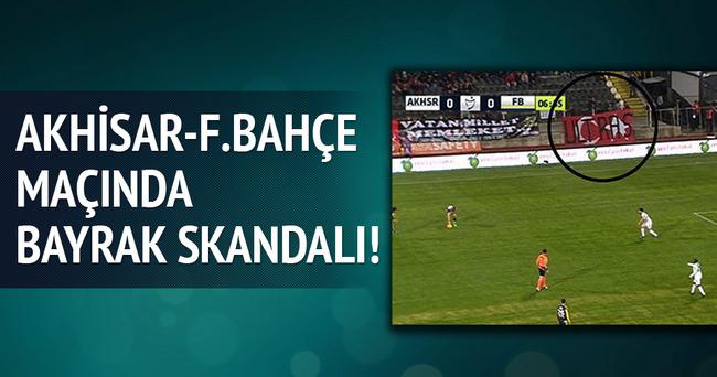Akhisar Belediyespor - Fenerbahçe maçında bayrak skandalı